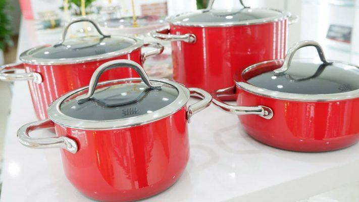 Màu Sắc Chủ Đạo Của Bộ Nồi 4 Món Silit 21.0929.7093 Passion Red Là Màu Đỏ Nổi Bật, Bắt Mắt