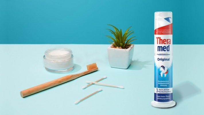 Kem Đánh Răng Theramed Original Với Tác Dụng Kháng Khuẩn, Giúp Bảo Vệ Tích Cực Rất Lâu Sau Khi Đánh Răng.