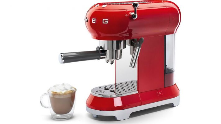 Lấy Cảm Hứng Từ Tình Yêu Cà Phê Của Ý, Máy Pha Cà Phê Espresso Smeg Ecf01Rdeu Red Thiết Kế Theo Phong Cách Retro Mang Tính Biểu Tượng Như Các Thiết Bị Khác Của Smeg